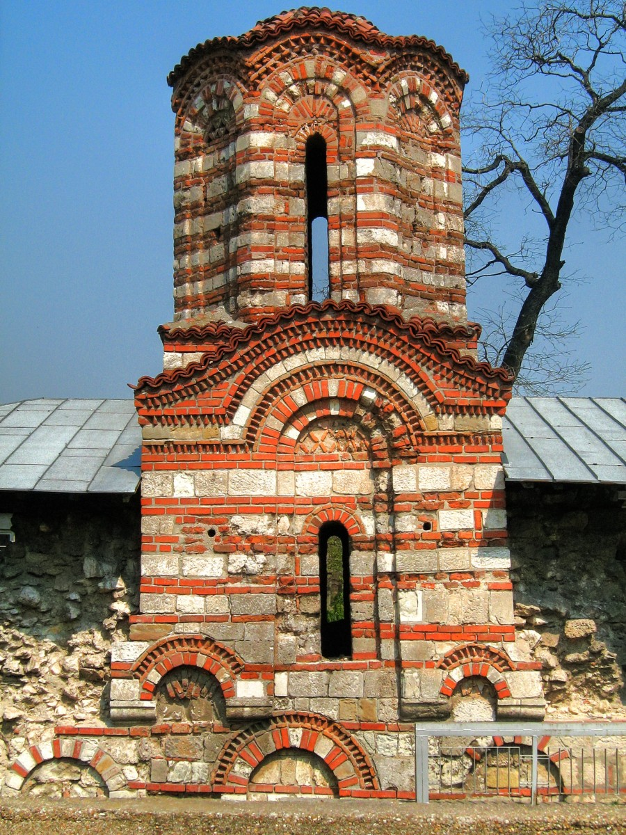 Church_of_Saints_Peter_and_Paul,_Nikopol,_Bulgaria,_Tsvetan_Tsolov