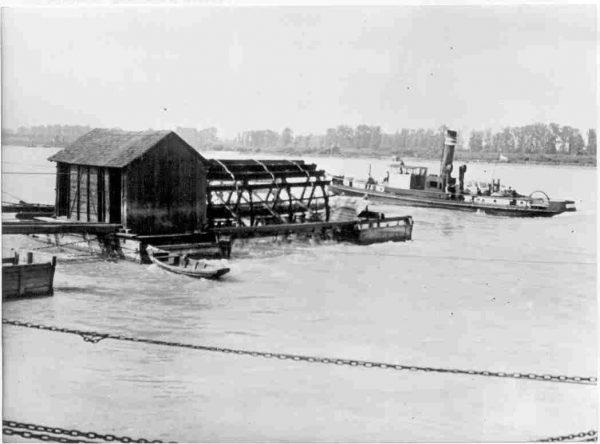 Moulin-bateau sur le Danube viennois au début du XXième siècle